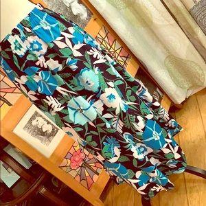 NWT loft skirt w/pockets!